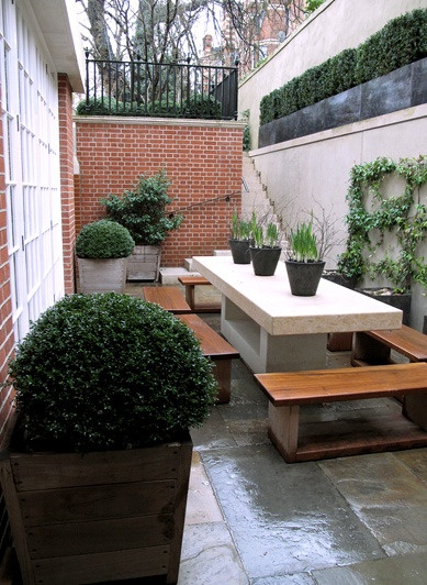 Great use of narrow space.  Edmund Hollander Landscape Architect Design P.C. - City Landscapes - London Townhouse