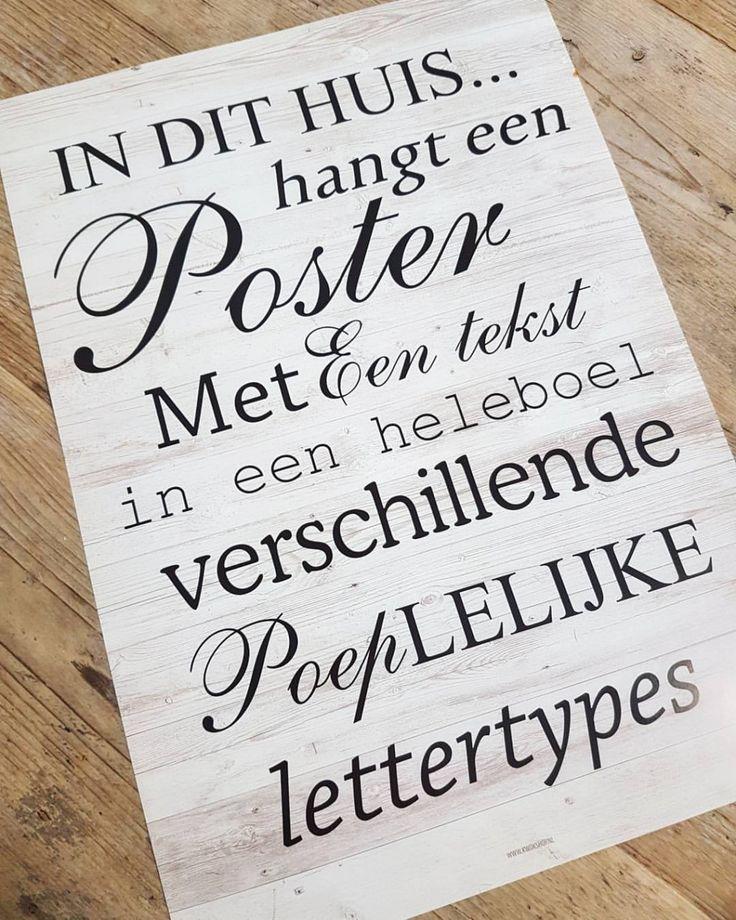 In dit huis hangt een poster met een tekst in een heleboel verschillende poeplelijke lettertypes.
