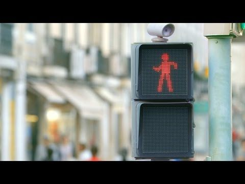 Watch This Dancing Traffic Light Stop People in Their Tracks