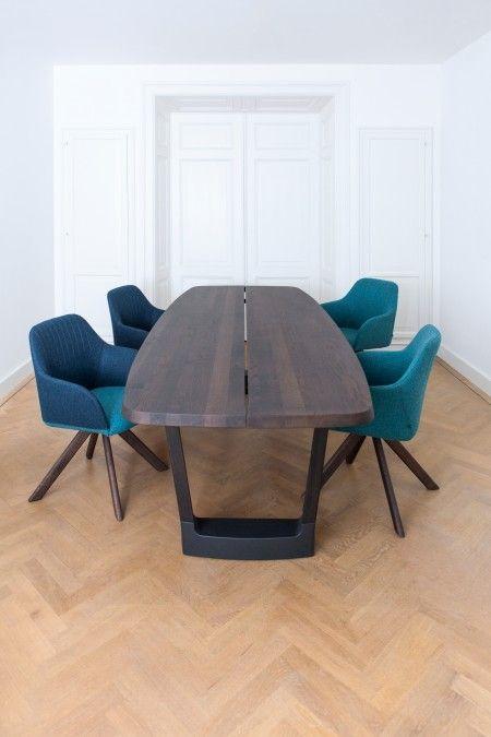 Arco Base Oval tafel 280x110. Een #tafel waarvan je weet dat de volgende generatie er ook aan kan zitten, en leven. #Arco #tafels #design #Flinders