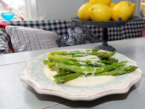 Sparris med citronsmörgrädde | Recept.nu