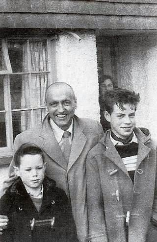 Mick Jagger with dad Joe and brother Chris, 1956