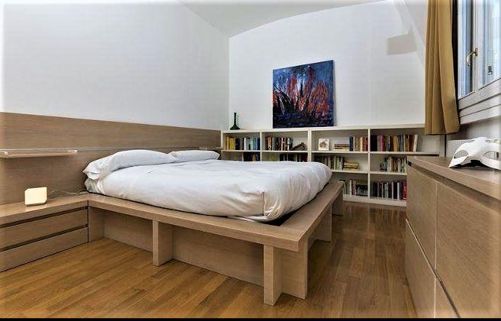 Oltre 25 fantastiche idee su libreria per la camera da letto su pinterest organizzazione - Testiera letto libreria ...