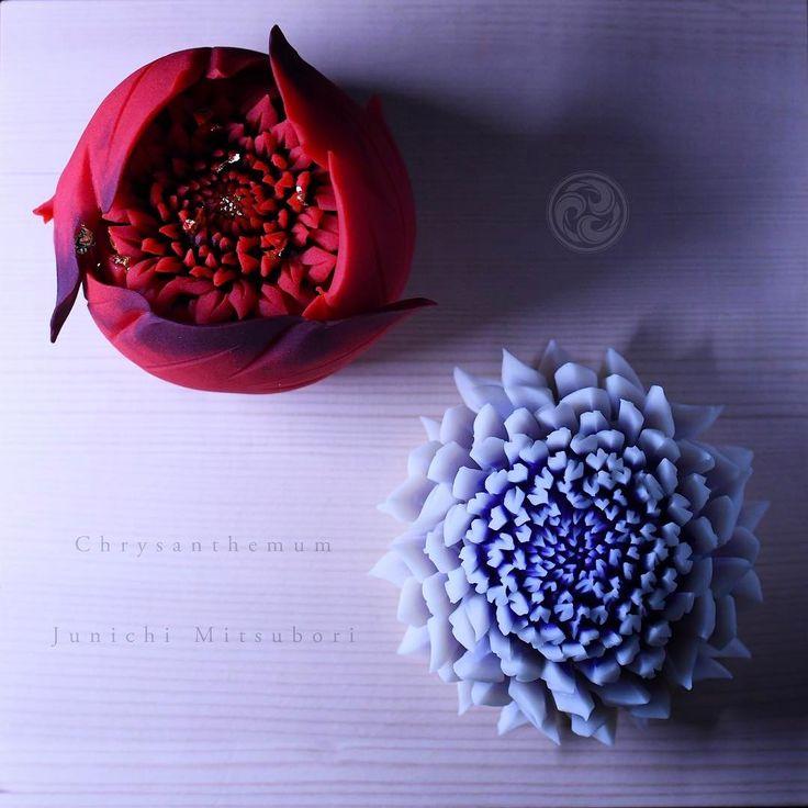 #一日一菓  #菓道 「 #菊二種盛 」  #wagashi of the Day #chrysanthemum  #煉切 製 #針切り    本日は昨日一昨日のGSです。  なんだか最近、色やアングル違いだったり、  GSばかりで恐縮です。  日本へ帰ったら、シッカリと作品作りに取り組みたいと思います。    #JunichiMitsubori #和菓子 #一菓流 #ART #アート #dope #thai #bangkok