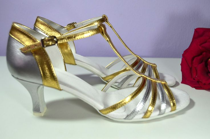 Stříbrnozlaté svatební sandálky. Model Jeniffer T-styl. Antické svatební sandálky.  svatební boty, svatební obuv, svadobné topánky, svadobná obuv, obuv na mieru, topánky podľa vlastného návrhu, pohodlné svatební boty, svatební lodičky, svatební boty na nízkém podpatku, nude boty, boty v telové barvě, svatební boty na nízkém podpatku, balerínky, pohodlné svatební boty, strieborné, zlaté svadobné topánky