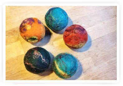 kerst knutselen voor kinderen, kerstballen vilten