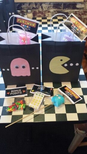 Pacman birthday party. Gift bags and treats! #birthdaypartyfavors