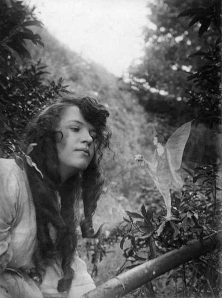 "1917 Elsie Wright 16, & Frances Griffiths 10, from the Yorkshire village of Cottingley claimed they saw & played with fairies near a brook. Borrowing a camera they took photos which came to the attention of Sir Arthur Conan Doyle. He wrote ""The Coming of the Fairies"" (1922). Evidence for the genuineness of the photos was strong. Skeptics gave explanations (all proved wrong). A study in the 1980s found the source and means of the hoax. The women admitted the hoax shortly before dying."