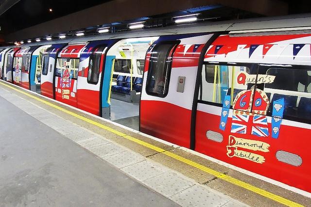 Diamond Jubilee decorated jubilee line train :)