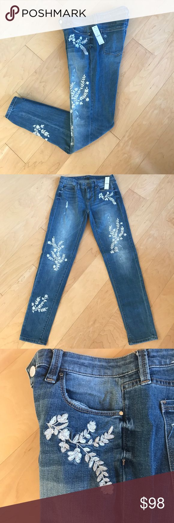 Adorable Jeans ! No longer available No longer available in stores or online! Girlfriend jeans from WHBM! Only worn twice! Size 2 R but fits like a 4R. Denim medium wash White House Black Market Jeans Boyfriend