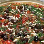 Pizza peperoni olive e pinoli