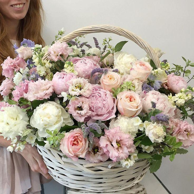 "Polubienia: 1,928, komentarze: 7 – букеты цветы оформления МОСКВА (@flowerslovers.ru) na Instagramie: ""Доброе утро вместе с @flowerslovers.ru 💕💕 Оформить ваш заказ можно через: • flowerslovers.ru •…"""