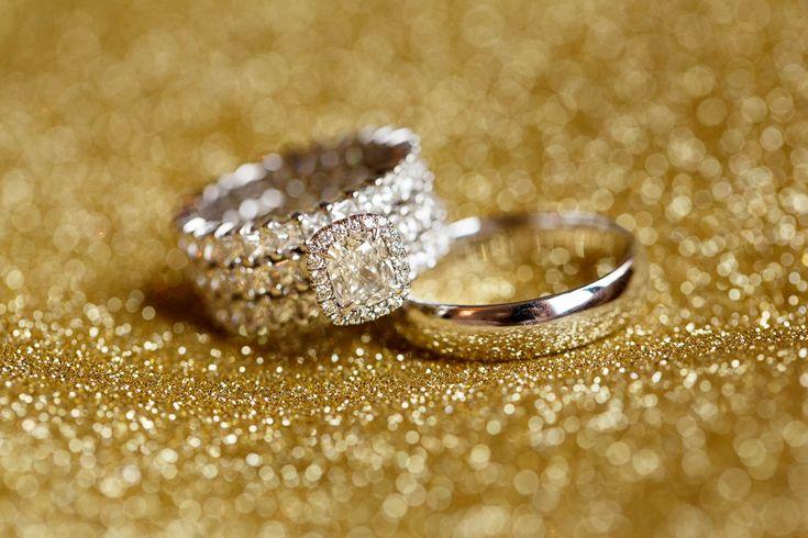 Bruiloft DJ Chuckie Hulstkamp Rotterdam-Gorgeous wedding rings photographed by Mon et Mine