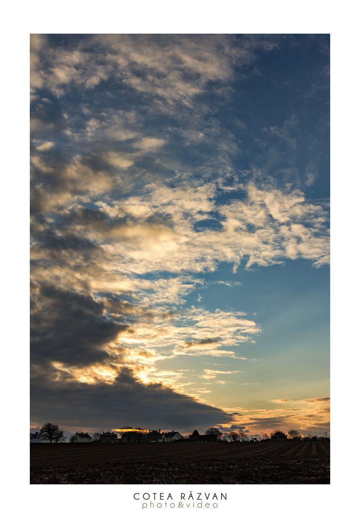 Apus la tara #apus #landscape  #fotograf http://www.cotearazvan.ro/ https://www.facebook.com/cotearazvanfotograf https://www.facebook.com/fotonuntabucuresti/ http://fotografnunta.info/