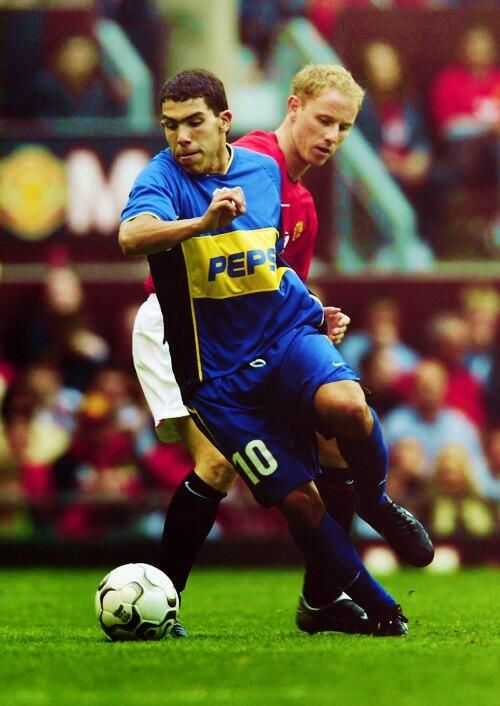 Carlos Tevez contra Manchester United
