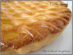 """La tarte """" libouli """" ou tarte au lait bouilli ... Encore appelée """" tarte à gros bord """", cette pâtisserie était confectionnée jadis par les familles modestes. La pâte était étalée directement sur la plaque du four et on réalisait """" un gros bord """" afin..."""