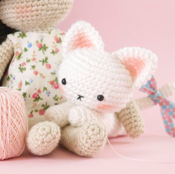 Knitted Amigurumi Cat Pattern : 25+ best ideas about Crochet cats on Pinterest Crochet ...