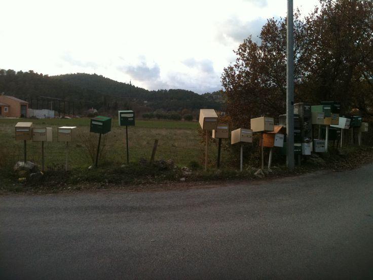 Bal de boîtes aux lettres en campagne
