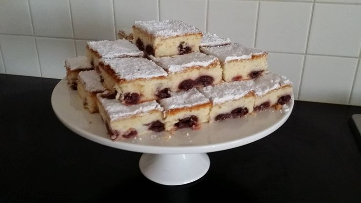 Poured sponge cake with sour cherries.