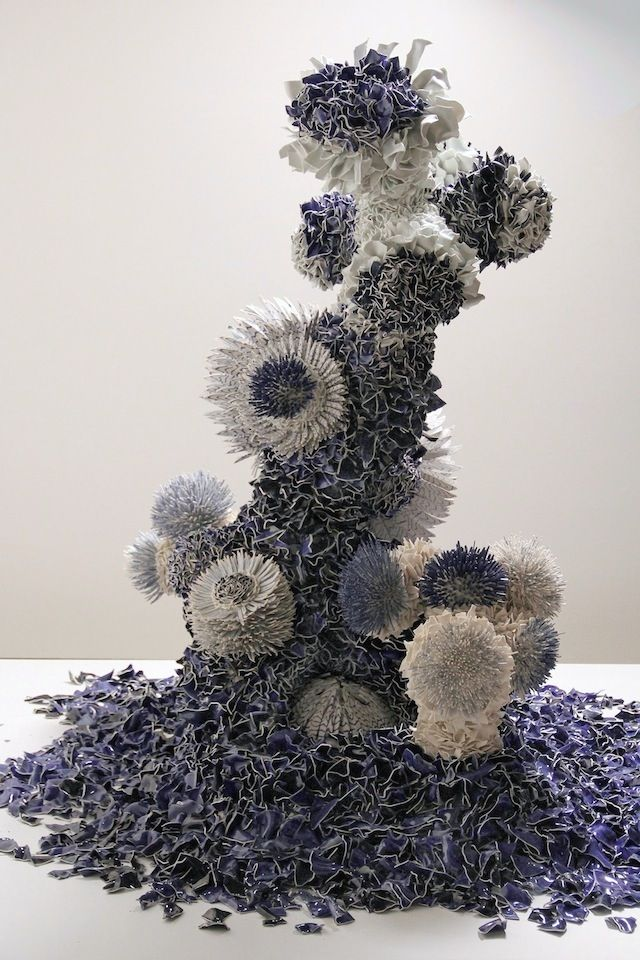 Israeli artist Zemer Peled uses ceramics to make very beautiful sculptures which are shaped like flowers and aquatic plants. She applies the same cobalt blue as traditional Japanese pottery. Zemer Peled currently exhibits at the Young Masters Art Prize in the gallery Sphinx Fine Art in London.