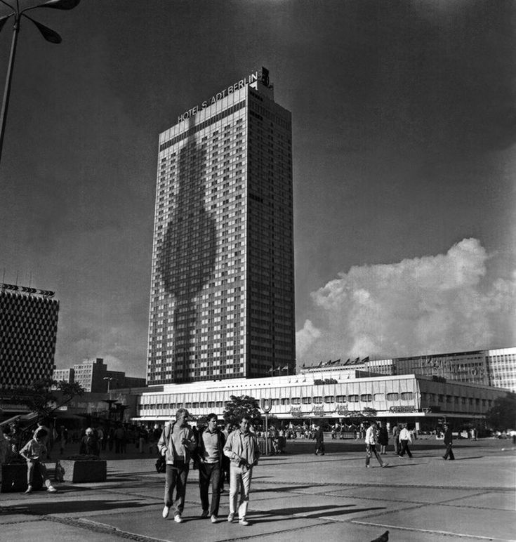 Roland Korn, Interhotel Stadt Berlin; 'Das neue Schaufenster des Sozialismus (…)', 1967-70