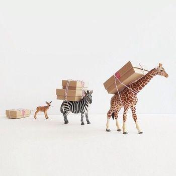 フランフランなどでよく見かける動物オブジェに、プレゼントを背負わせて♪