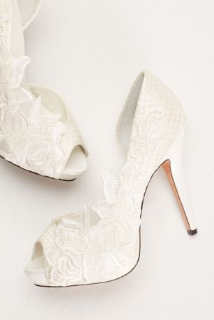 The party shoe | Mariana Lace D'Orsay Pump by Menbur