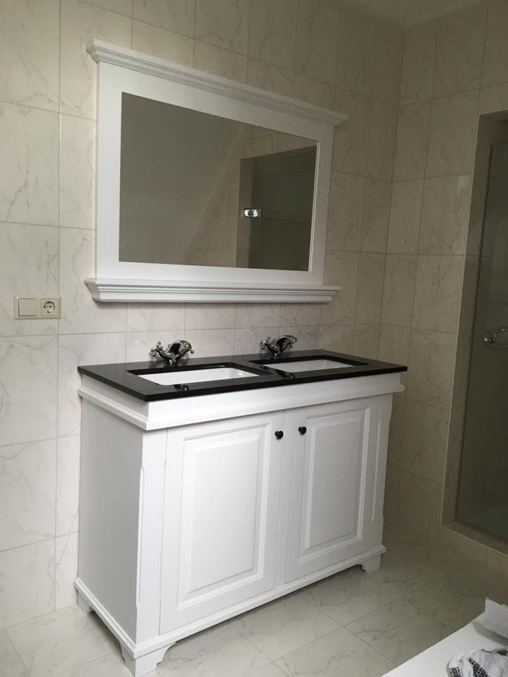 Badmeubel Emma 120. Granieten blad met keramische onderbouw kommen. De Paffoni kranen maken het af. Landelijk, klassiek, brocante stijl in de badkamer.