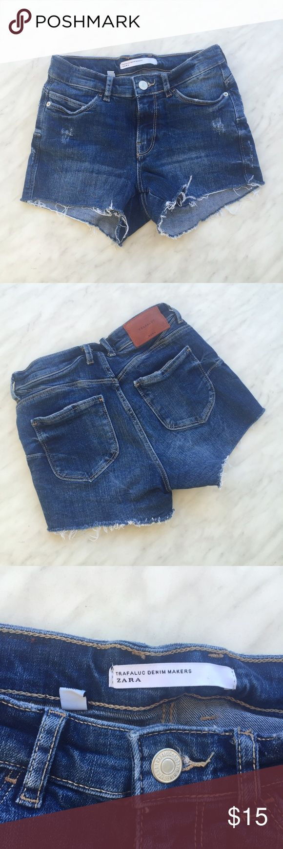 "Zara shorts ""trafaluc"" dark wash 🐳 distressed denim shorts 🐳Dark wash  🐳size double zero 🐳high waisted 🐳Perfect for a warm day or a beach day  💦🐳accepting offers🐳💦 Zara Shorts Jean Shorts"
