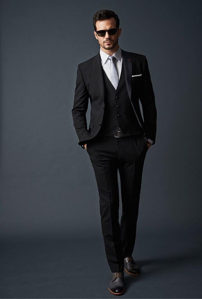 メンズ 黒スーツはネクタイの色で勝負!かっこいい着こなし