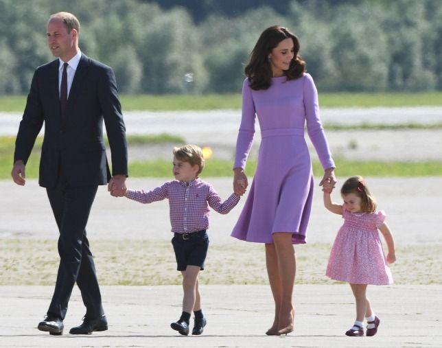 Vilmos cambridge-i herceg, Katalin cambridge-i hercegné, valamint gyermekeik: György herceg és Sarolta hercegnő