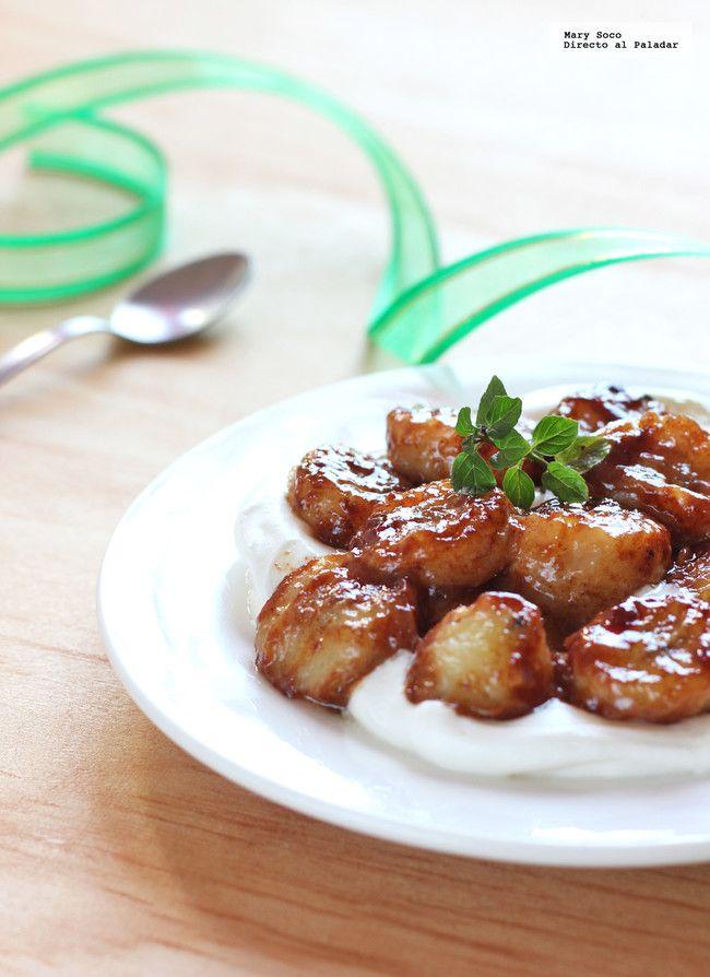 Plátanos fritos con miel, canela y crema. Receta