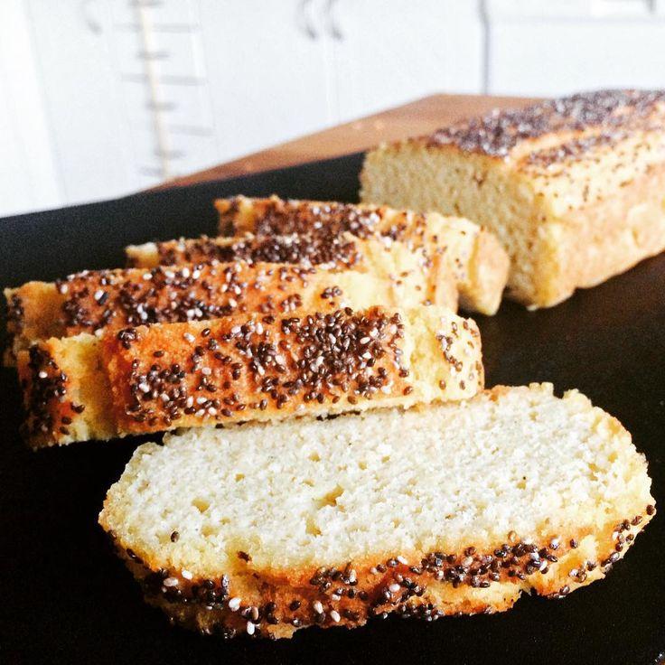 "rebecca.dahlin_83@live.se på Instagram: ""I baked a tasty bright bread today, with chia seeds ontop.  It's wery easy to make.  #glutenfree #dairyfree #sugarfree #allergyfriendly #healtyeating #healthy #glutenfritt #mejerifritt #sockerfritt #nyttigt"""