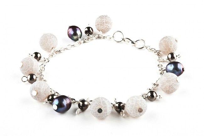 Bransoletka - popielaty agat trawiony i perły - agates, freshwater pearls chained bracelet http://corallia.pl/bransoletki/bransoletka-popielaty-agat-trawiony-i-perly.html#.VNoI5C7Hg2g