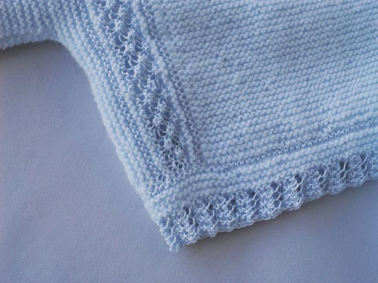 Sideways garter stitch, punto garbanzo (raspberry or bramble st) and lace. ~~ Entre bordados y costuras