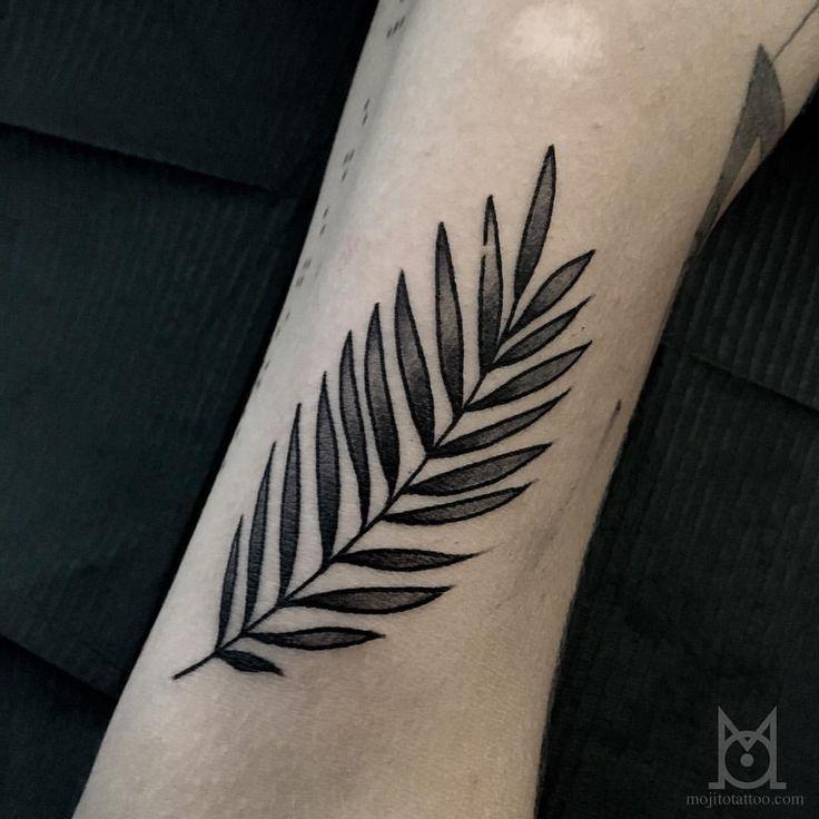 Fait pendant la flash day! Merci Jip @danstonbec 💕 #tattoo #Toulouse #ink #feuillage #Leaf #btattooing #blackworkerssubmission #flashday #mojitotattoo #tattooist (à Mojito Tattoo)