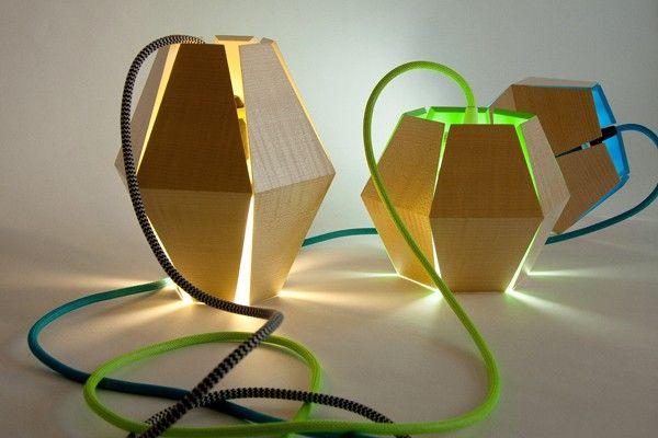Capside Lamp es el último trabajo del joven diseñador canadienseLoïc Bard galardonado como mejor proyecto de iluminación por el Grand Prix du Design de Montreal en 2012. En esta misma ciudad Loïc Bard está cursando el último año de la École d´ébénisterie d´art y se dedica al diseño de muebles y de joyas desde su propio estudio.