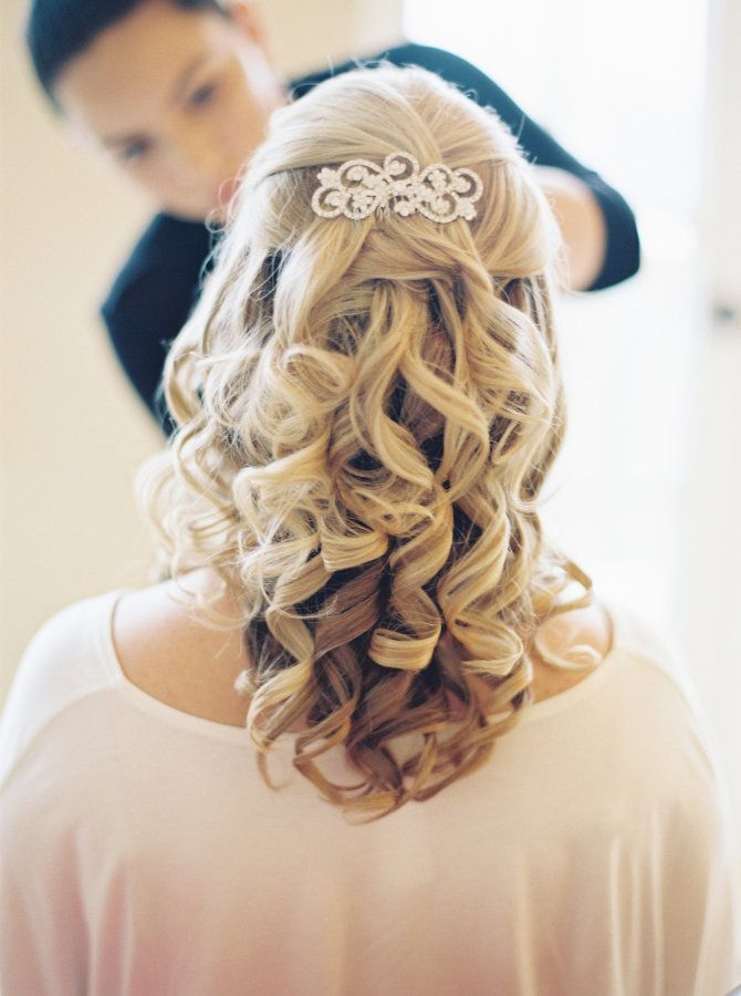 Barrel curls half up half down hairstyle: http://www.stylemepretty.com/florida-weddings/2016/10/13/pastel-blogger-wedding/ Photography: Gianny Campos - http://www.giannycampos.com/