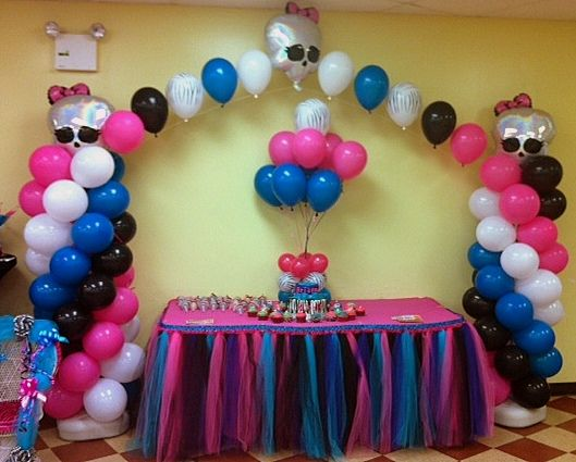 Tutu curtains...   *Monster High Balloon arch and Table Tutu