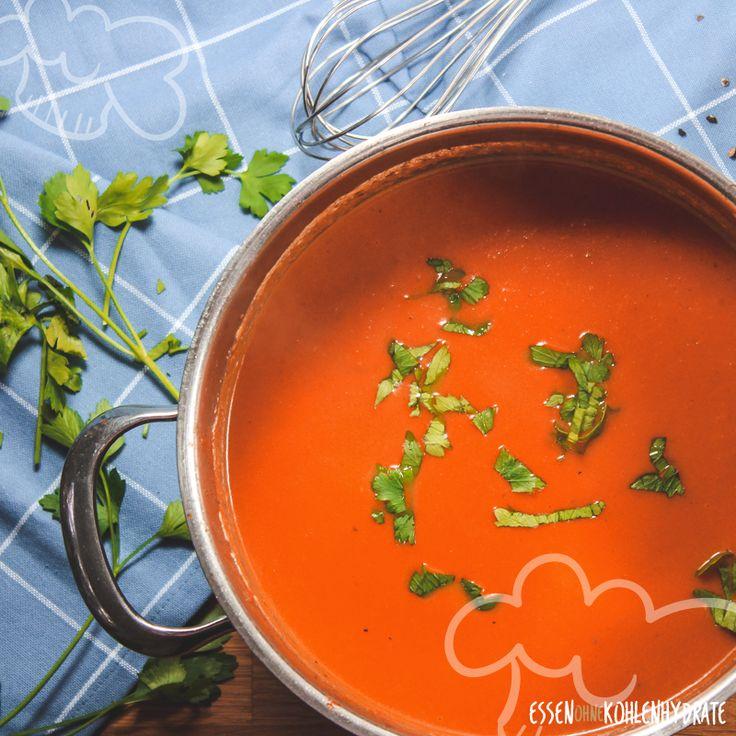 Wenn es mal richtig schnell gehen muss ist die einfache Tomatensuppe eine tolle Idee. Sie ist blitzschnell fertig und so lecker! Mit nur wenigen Zutaten ist sie schnell gekocht und eignet sich perfekt für den Feierabend. Pro Portion bleibt sie unter 10g Kohlenhydraten!