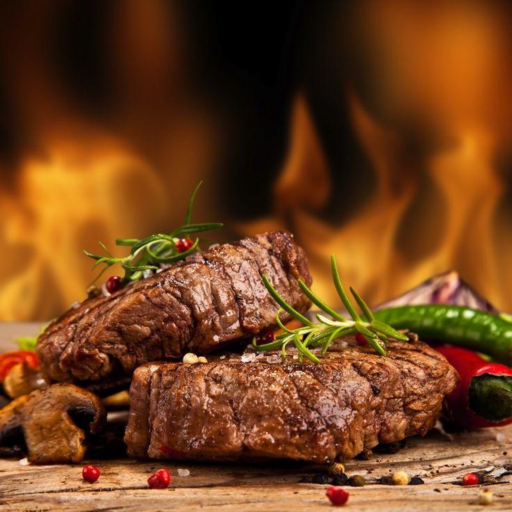 1. Non dal Frigo alla Brace! Prima regola: la carne non può arrivare sul barbecue appena tirata fuori dal frigorifero. Perché? Un'escursione termica troppo forte tra la carne e la griglia provoca un calo della temperatura troppo brusco e come reazione, la carne perderebbe liquidi preziosi. Quindi, temperatura ambiente sempre! 2. Marinare è cosa buona […]