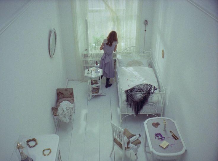 https://i.pinimg.com/736x/e2/92/f6/e292f6c21ec5bffca3b9629d31dfc693--dream-baby-film-stills.jpg