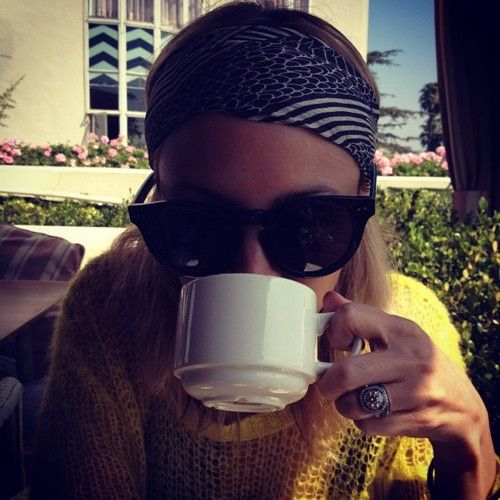 nicole richie.: Cute Rings, At Home, Nicole Richie, Cups, Fashion Style, Fashion Icons, Cute Sweaters, Big Glasses, Engagement Rings