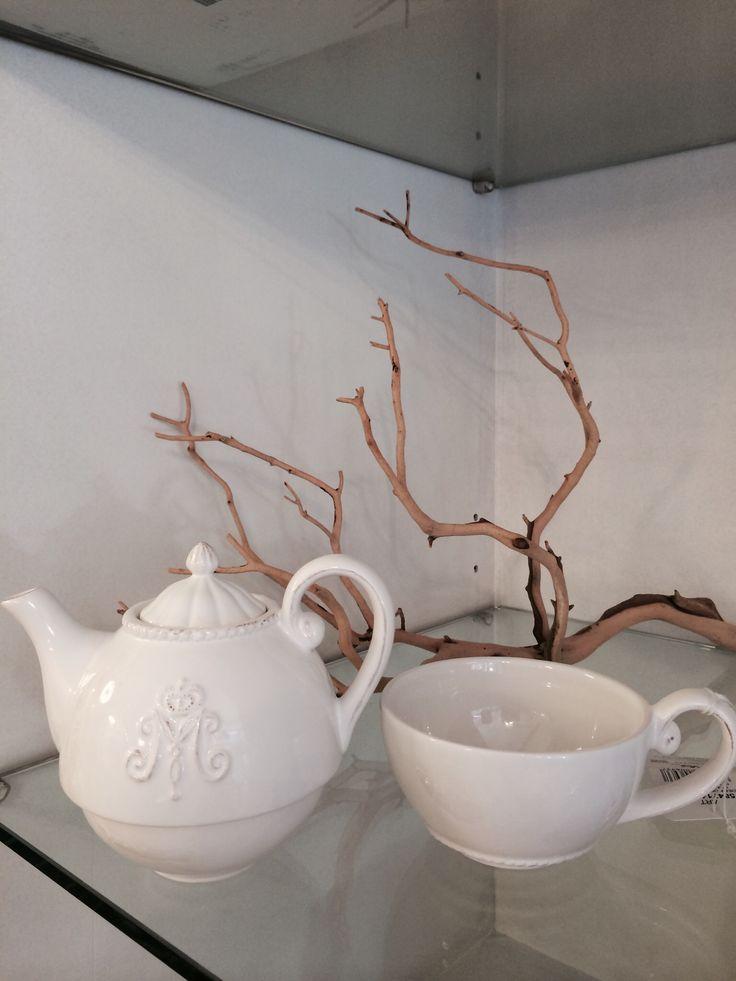 tazza e teiera in porcellana