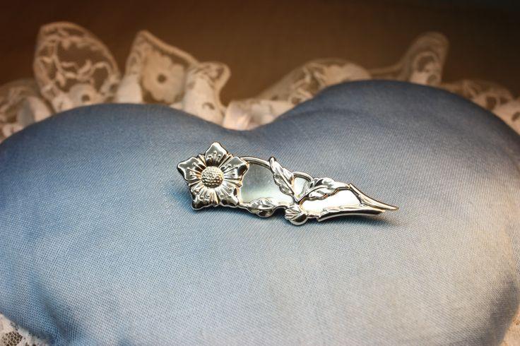 Brooch, made of old silverfork. Handmade by Goldsmith Sanna Hytönen, Suolahti.  http://www.kultaseppasannahytonen.com/