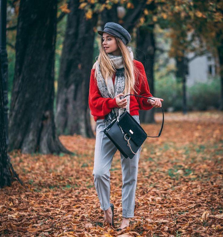 Poproszę jeszcze raz jesień fot. @andrzejewskipawel #outfit #classy #cup #redsweater #cigarettepants #december