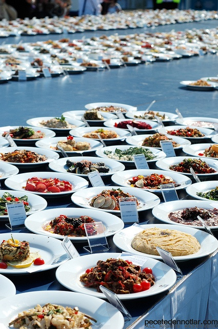 world record: a table set with 1513 plates of meze - for Guinness - Istanbul