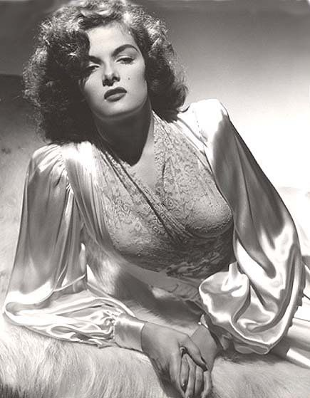Isn't it the most sublime thing to be able to sleep in and lounge all morning long?  Le sigh...  Sultry 1940s/1950s Jane Russell in negligee