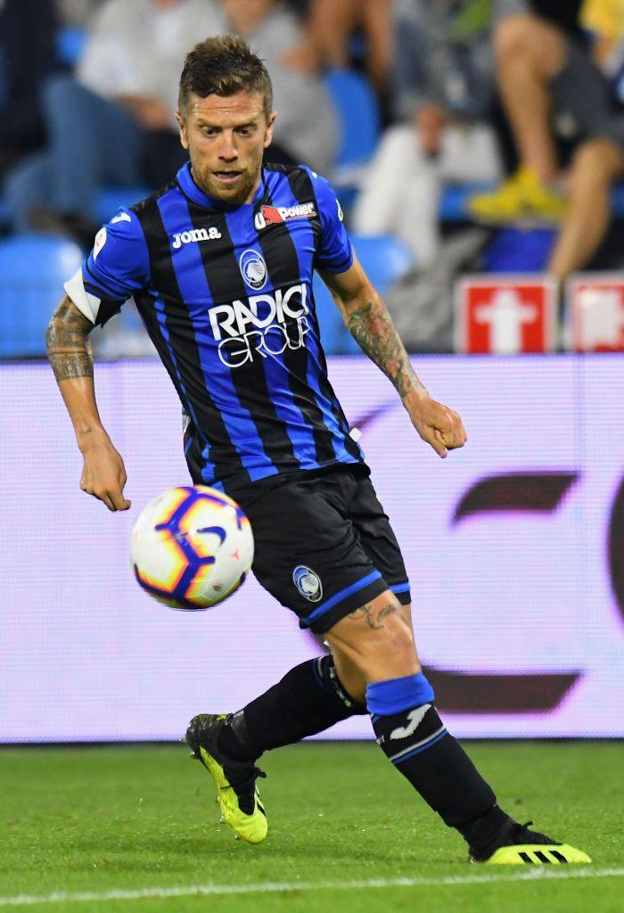 FERRARA, ITALY - SEPTEMBER 17: Alejandro Gomez of Atalanta BC controls the  ball during the serie A match between SPAL and…   Atalanta bc, Atalanta,  Football players