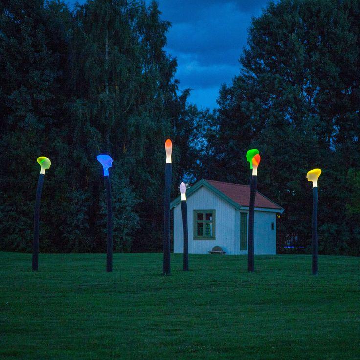 Parkvokterne av Christian Sunde finner man i langs flomvolden i Elvebredden Kunstpark.  Ideen bak kunstverket er motsetninger og forskjeller oss mennesker mellom - til glede og undring. Parkvokterne kom i 2014 og er ble gitt til Kunstparken av Skedsmo Kommune og LillestrømBanken.